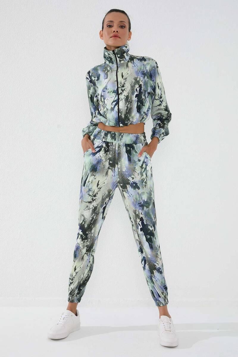 TommyLife - Tommy Life Toptan Yeşil Kadın Batik Desenli Lastikli Crop Dik Yaka Rahat Form Lastik Paça Eşofman Takım - 95289