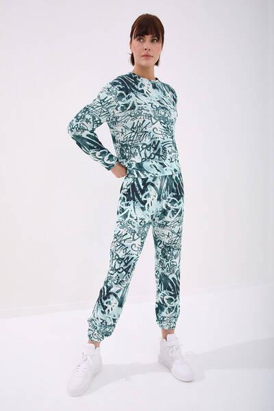 TommyLife - Tommy Life Toptan Yeşil Kadın Graffiti Detaylı Batik Desenli Rahat Form Lastik Paça Eşofman Takım