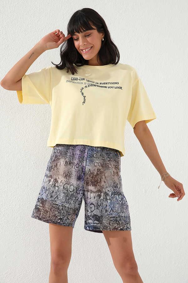 Tommy Life Toptan Eflatun Kadın Yazı Baskılı Batik Desenli Bağcıklı Rahat Form Bermuda Şort-91004