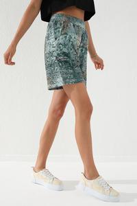 Tommy Life Toptan Haki Kadın Yazı Baskılı Batik Desenli Bağcıklı Rahat Form Bermuda Şort-91004 - Thumbnail