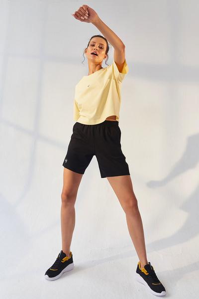 Tommy Life Toptan Sarı-Siyah Kadın Küçük Yazı Baskılı O Yaka Oversize Bermuda Şort Takım - 95292 - Thumbnail