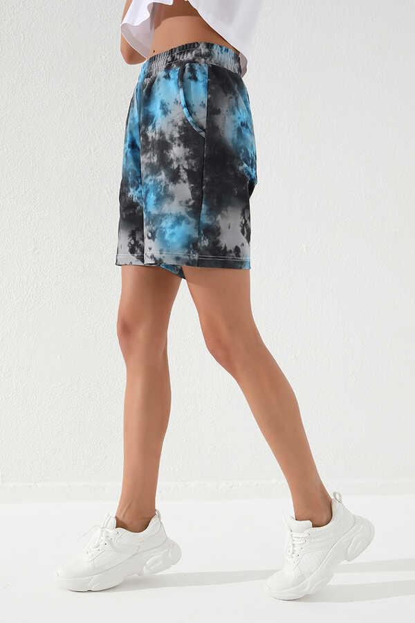 Tommy Life Toptan Turkuaz Kadın Batik Desenli Bağcıklı Rahat Form Bermuda Şort-91005