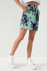 Tommy Life Toptan Yeşil Kadın Batik Desenli Bağcıklı Rahat Form Bermuda Şort-91005 - Thumbnail