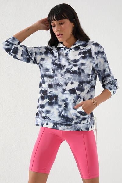 TommyLife - Tommy Life Toptan İndigo Kadın Karışık Batik Desenli Kanguru Cep Rahat Form Kapüşonlu Sweatshirt-97130