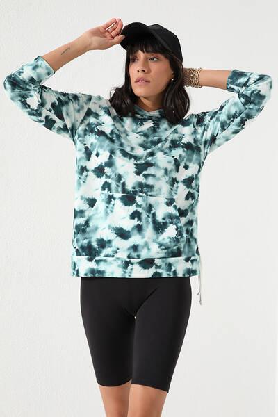 TommyLife - Tommy Life Toptan Yeşil Kadın Karışık Batik Desenli Kanguru Cep Rahat Form Kapüşonlu Sweatshirt-97130