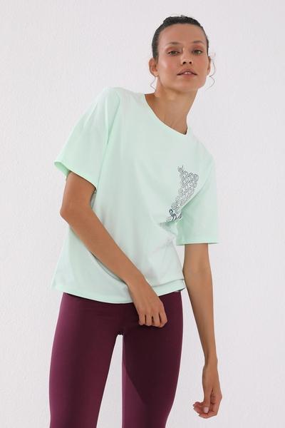 TommyLife - Tommy Life Toptan Açık Yeşil Kadın Deforme Yazı Baskılı Oversize O Yaka T-Shirt - 97134