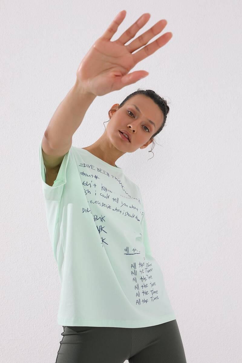 TommyLife - Tommy Life Toptan Açık Yeşil Kadın El Yazısı Baskılı Oversize O Yaka T-Shirt - 97137