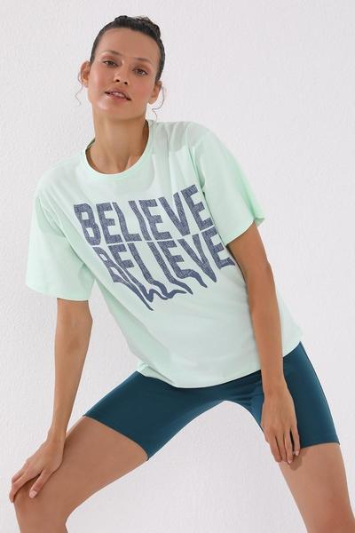 TommyLife - Tommy Life Toptan Açık Yeşil Kadın Deforme Yazı Baskılı Oversize O Yaka T-Shirt - 97139