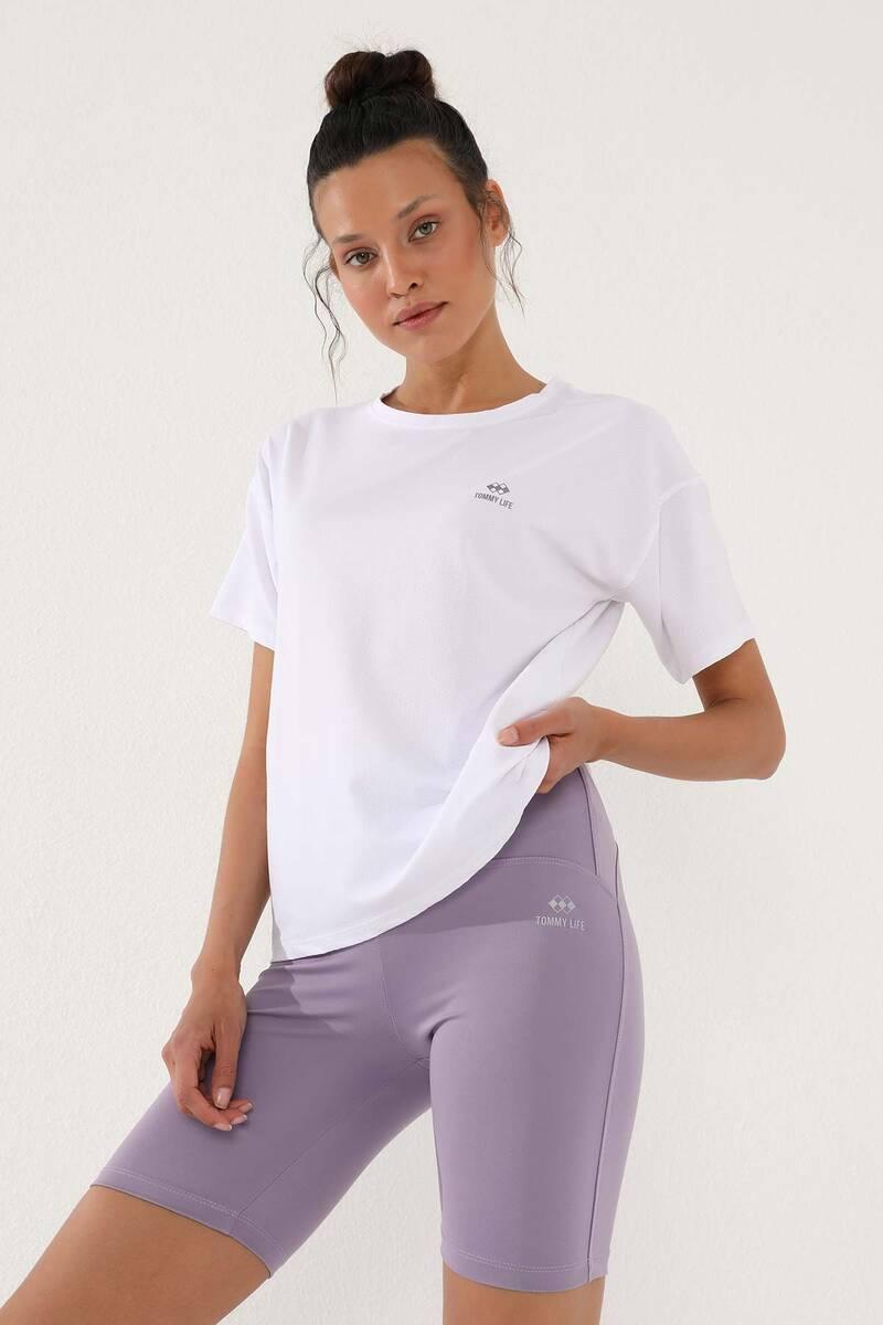 TommyLife - Tommy Life Toptan Beyaz Kadın Arkası Uzun Kısa Kol Standart Kalıp O Yaka T-Shirt - 97152