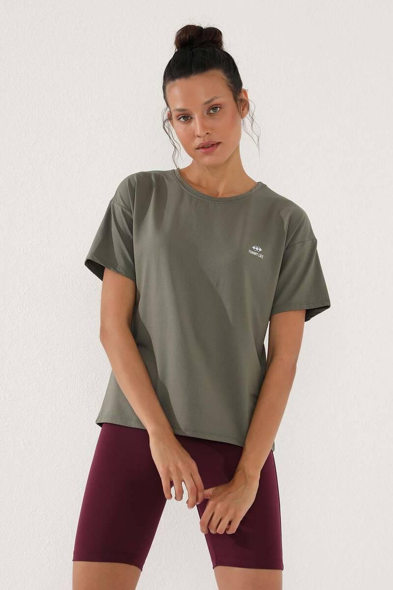 TommyLife - Tommy Life Toptan Çağla Kadın Arkası Uzun Kısa Kol Standart Kalıp O Yaka T-Shirt - 97152