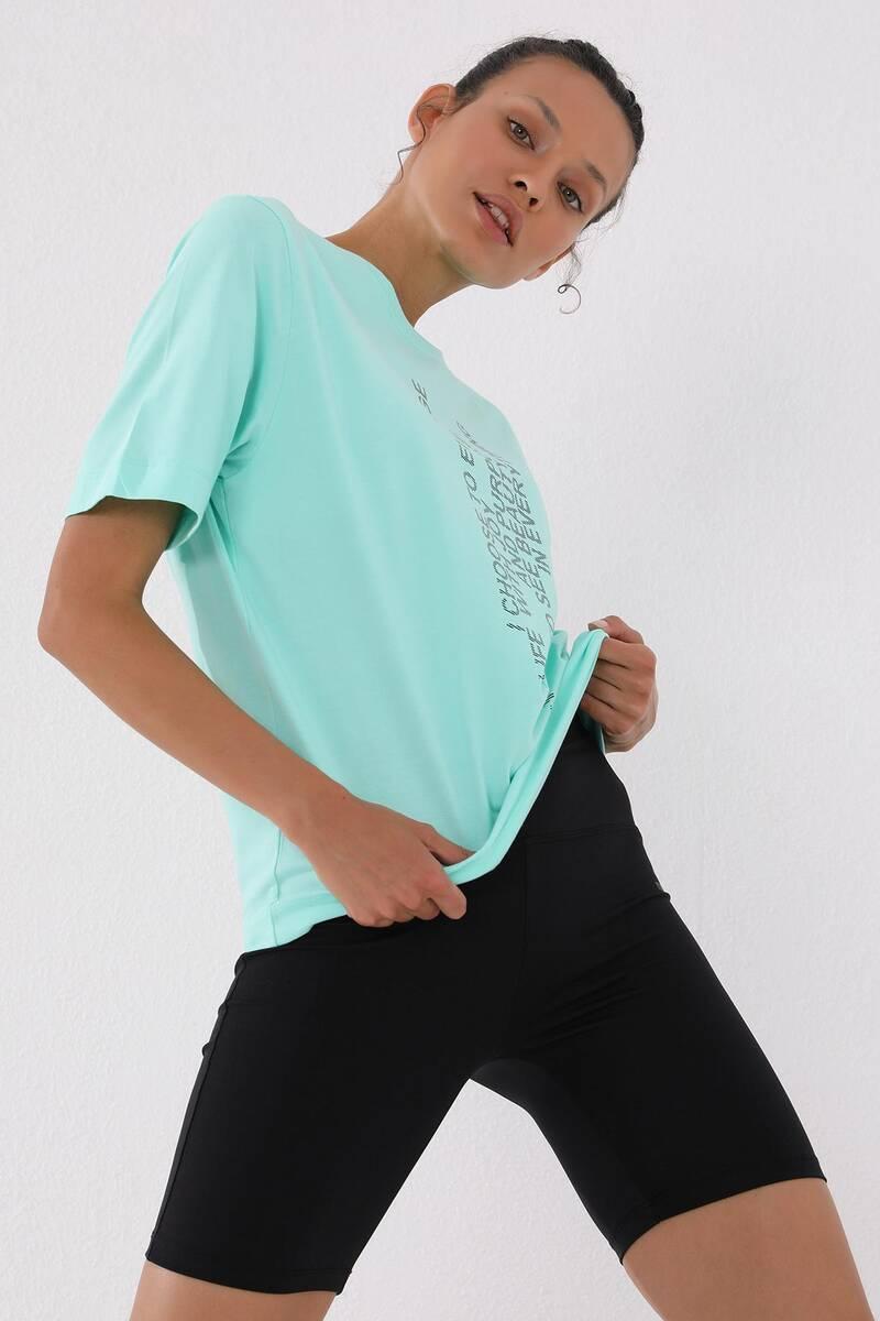 TommyLife - Tommy Life Toptan Mint Yeşili Kadın Dikey Yazı Baskılı Oversize O Yaka T-Shirt - 97138
