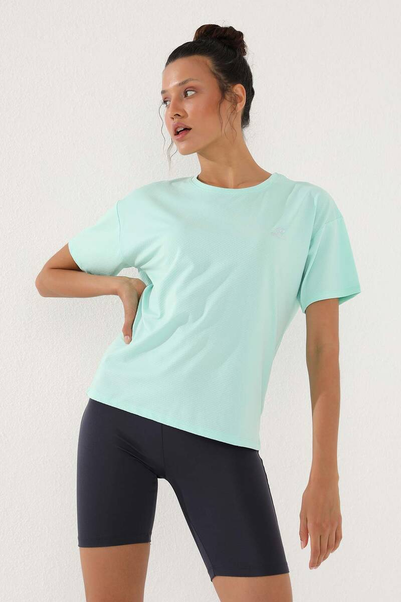 TommyLife - Tommy Life Toptan Mint Yeşili Kadın Arkası Uzun Kısa Kol Standart Kalıp O Yaka T-Shirt - 97152
