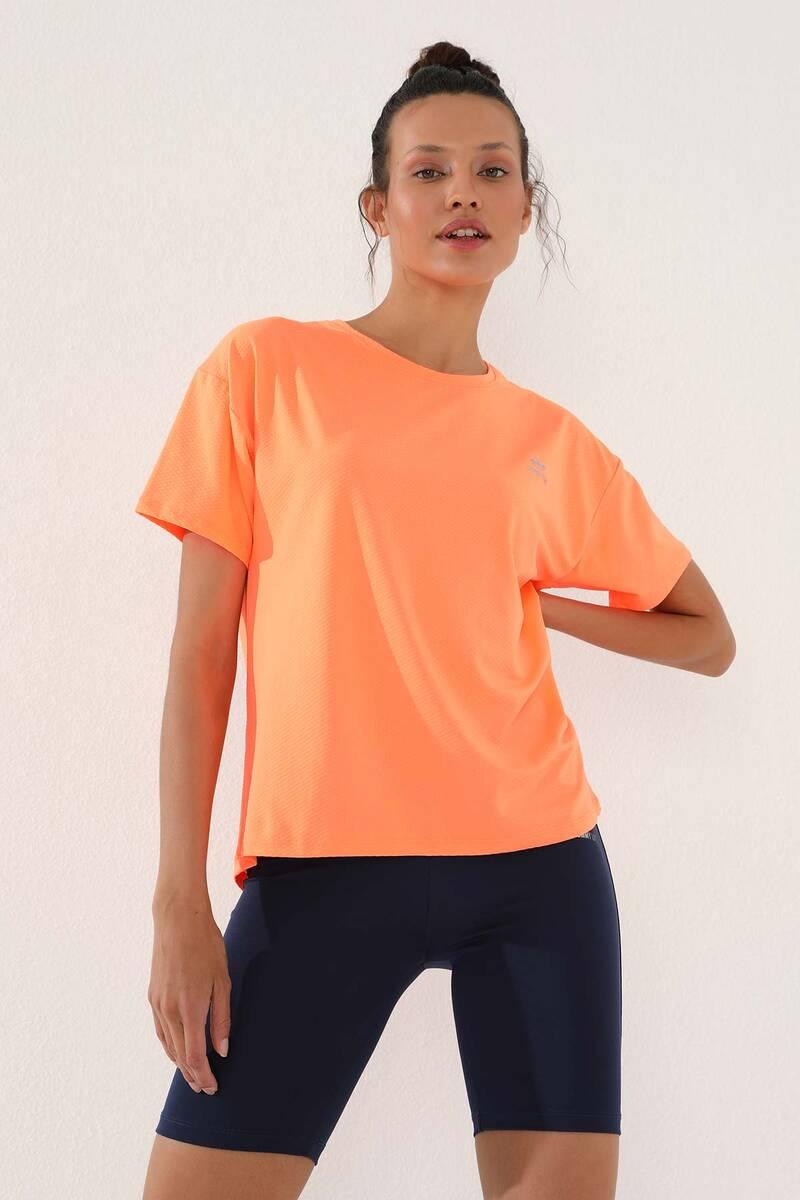 TommyLife - Tommy Life Toptan Neon Oranj Kadın Arkası Uzun Kısa Kol Standart Kalıp O Yaka T-Shirt - 97152
