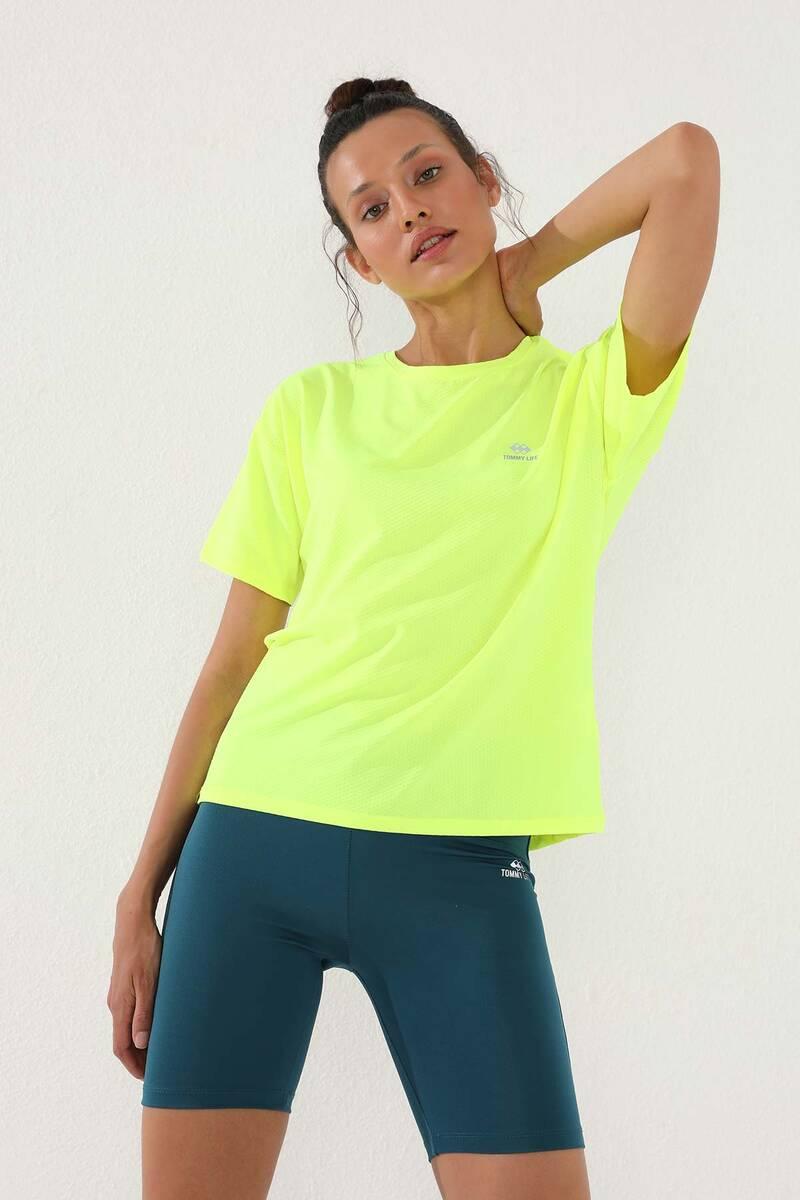 TommyLife - Tommy Life Toptan Neon Sarı Kadın Arkası Uzun Kısa Kol Standart Kalıp O Yaka T-Shirt - 97152