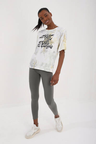 TommyLife - Tommy Life Toptan Sarı Kadın Yazı Baskılı Batik Desenli Oversize O Yaka T-Shirt