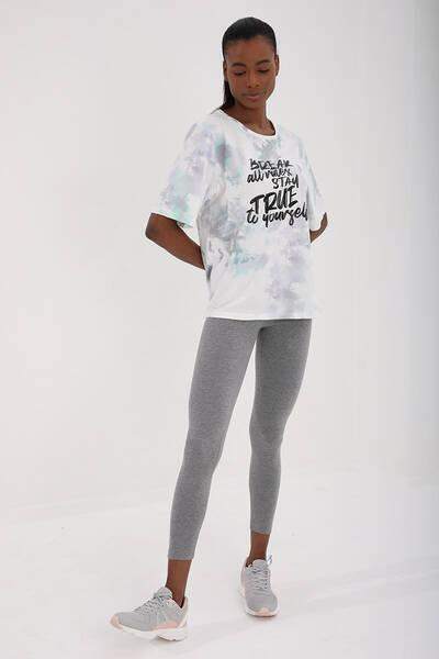 TommyLife - Tommy Life Toptan Yeşil Kadın Yazı Baskılı Batik Desenli Oversize O Yaka T-Shirt - 97125