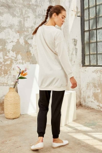Tommy Life Toptan Ekru-Siyah Kadın O Yaka Nakışlı Rahat Form Jogger Eşofman Tunik Takım-95235_01 - Thumbnail