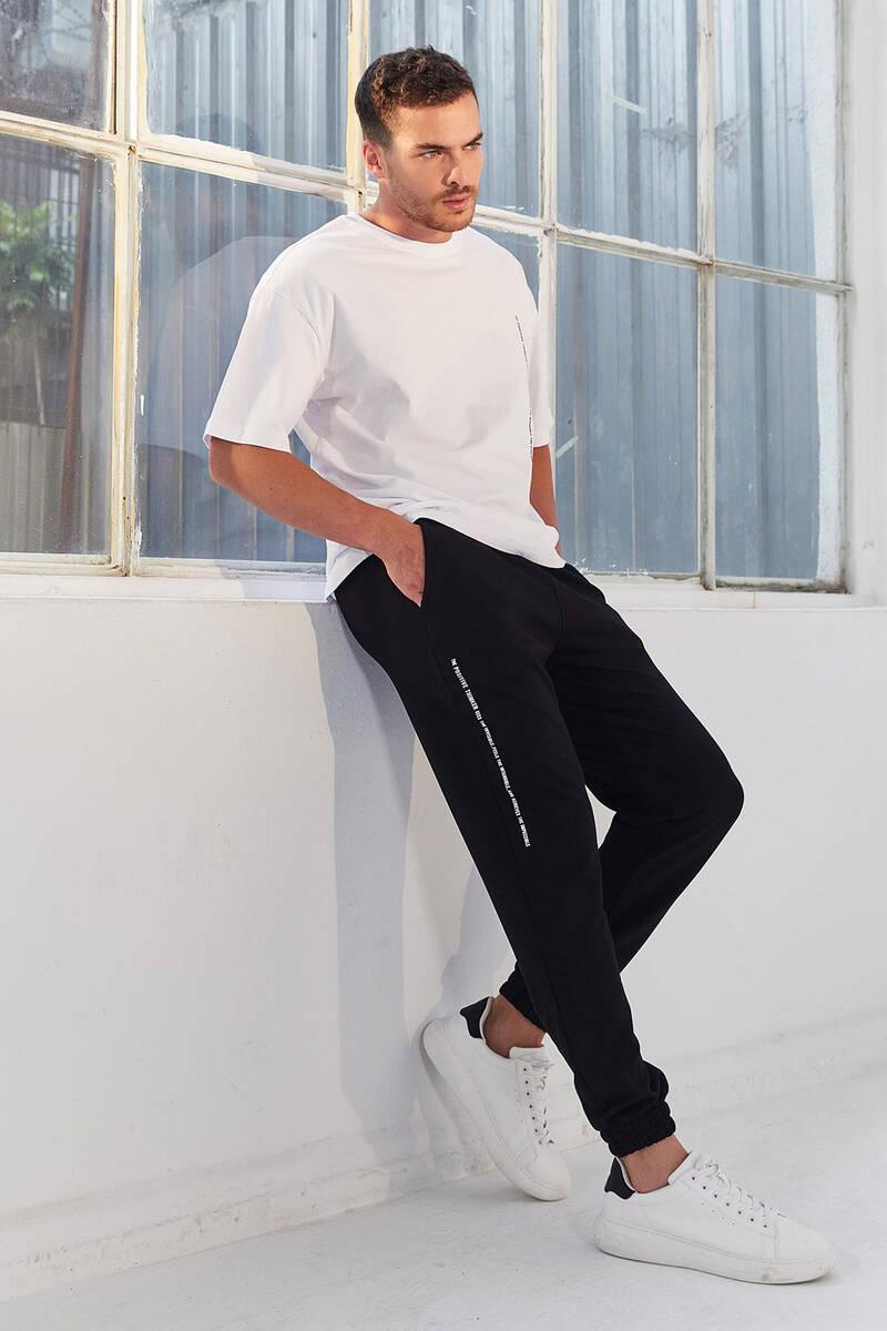 TommyLife - Tommy Life Toptan Beyaz-Siyah Erkek Dikey Yazı Baskı Detaylı Oversize Lastik Paça Eşofman Takım - 85157