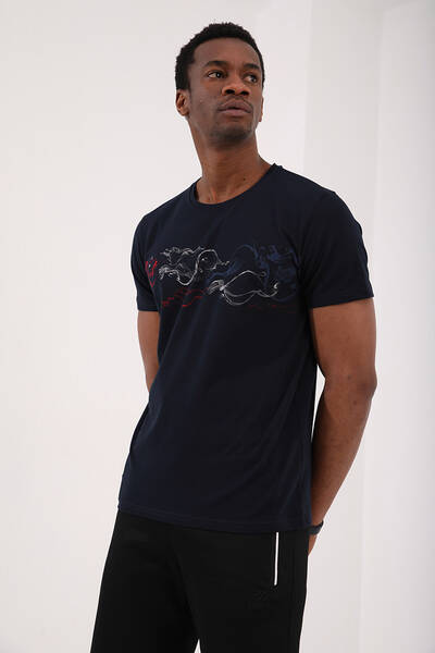 TommyLife - Tommy Life Toptan Lacivert Erkek Renkli Desen Baskılı Standart Kalıp O Yaka T-Shirt - 87906