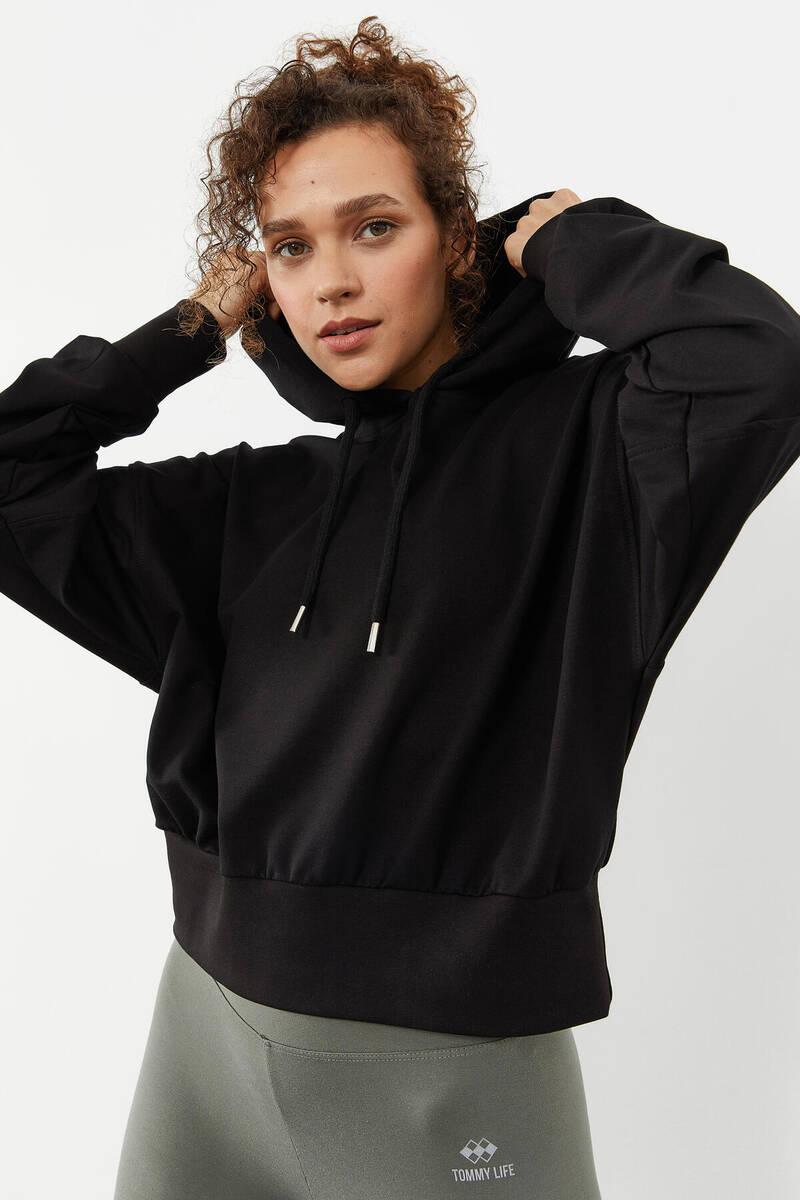 TommyLife - Tommy Life Toptan Siyah Kadın Omuz Büzgü Detaylı Uzun Kol Oversize Sweatshirt - 97166